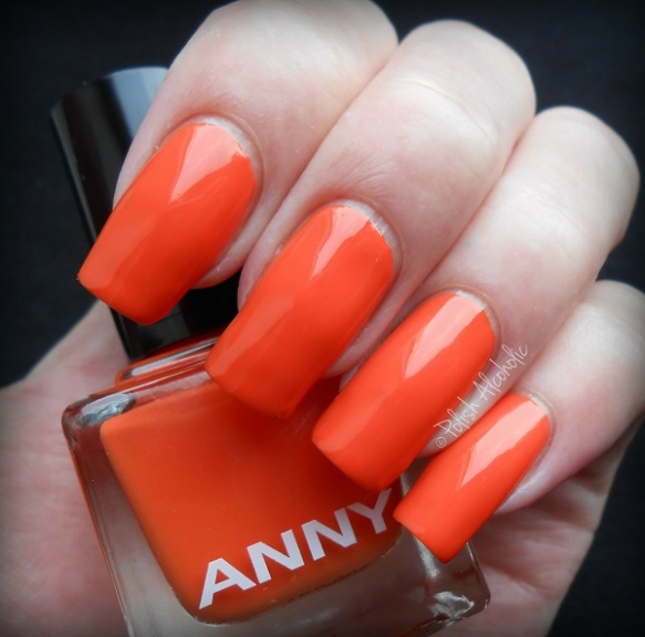 anny-deep-in-love